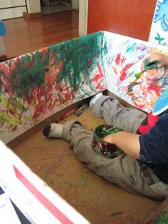 Coffee Break: Actividades para Niños de 2 años: Arte en Caja de Cartón (Toddler Art Project: Cardboard box) Preschool Fine Motor Skills, Preschool Math, Toddler Preschool, Kindergarten, Sensory Activities, Infant Activities, Preschool Activities, Mom And Baby, Baby Love