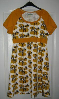 Nachtjapon van Nosh hertjes bio jersey en effen okergele bio jersey van Lillestoff - patroon Onion 2041