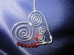 wire heart necklace par xunantonich sur Etsy, $25.00