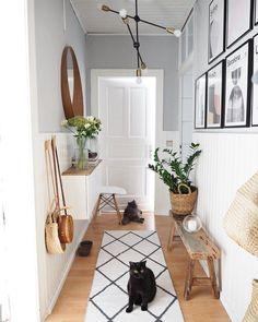 25 Best Hallway Walls Make Your Hallways Renovation - Best Home Ideas and Inspiration Home Entrance Decor, House Entrance, Entryway Decor, Diy Bedroom Decor, Diy Home Decor, Modern Entryway, Entrance Ideas, Entryway Ideas, Bedroom Ideas