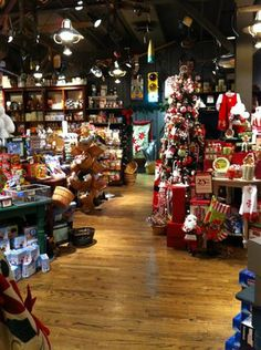 Country stores of cracker barrel old country store for Is cracker barrel open on christmas day