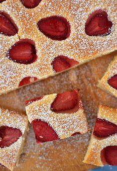 Szybkie ciasto z truskawkami - wegańskie, BEZ jajek - MniamMniam.pl Pepperoni, Pizza, Cookies, Food Cakes, Crack Crackers, Cookie Recipes, Biscotti, Fortune Cookie, Cakes