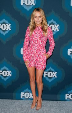 Becki Newton Romper - Becki Newton got playful with her Fox All-Star party look, wearing a vibrant pink letter-motif romper by Mary Katrantzou. Hot Actresses, Beautiful Actresses, Becki Newton, Stacy Martin, Ugly Betty, Evening Sandals, Star Party, Playsuit Romper, Party Looks