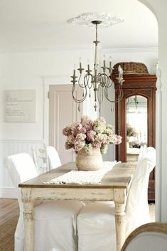 Adding That Perfect Gray Shabby Chic Furniture To Complete Your Interior Look from Shabby Chic Home interiors. Shabby Chic Dining Room, Shabby Chic Kitchen, Shabby Chic Homes, Shabby Chic Decor, Rustic Decor, Dining Rooms, Dining Area, Modern Decor, Kitchen Decor