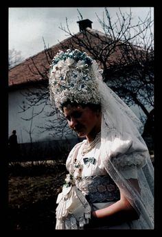 MAtyo MAry girl/From Mezőkövesd/Erdődi Múzeum Folk Costume, Costumes, Capital Of Hungary, Ethnic Fashion, Headgear, People Around The World, Fashion History, Textiles, Folk Art