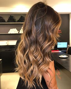 Super Long Layers Brunette Hair Look // ig: Brown Hair Balayage, Brown Blonde Hair, Light Brown Hair, Hair Color Balayage, Brunette Hair, Hair Highlights, Ombre Hair, Hair Color For Tan Skin, Hair Color For Morena Skin