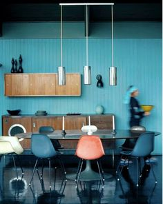 Eames shell chairs with black legs and a black Saarinen Tulip table, oh boy! Modern Kitchen Design, Interior Design Kitchen, Interior And Exterior, Modern Interior, Deco Time, Room Inspiration, Interior Inspiration, Tulip Table, Deco Design
