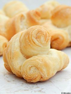 Pan cremona y cuernitos - Brady Mccormack Pan Dulce, Pastry And Bakery, Bread And Pastries, Bread Recipes, Snack Recipes, Cooking Recipes, Mexican Food Recipes, Sweet Recipes, Argentina Food