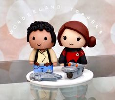 If you've read Between the Pages for any length of time, you know that I am a massive fan of both Star Wars and Star Trek. When I saw these Wedding Cake toppers which mixed Star Wars and Star Trek, I had to share them. Wedding Cake Toppers, Wedding Cakes, Star Trek Wedding, Star Wars Cake Toppers, Star Trek Voyager, The Force Is Strong, Ewok, Wedding Pinterest, Princess Leia