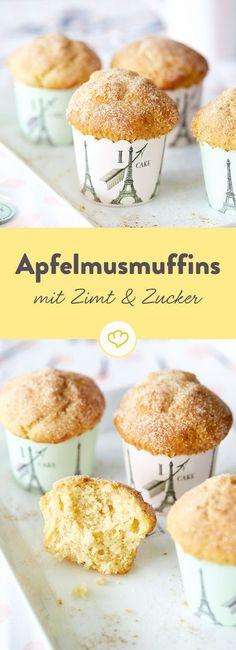 So lecker sind dir deine Muffins noch nicht begegnet. Ihr saftiges Geheimnis? Ein großer Klecks Apfelmus, der den Teig kompakt und wunderbar feucht macht.