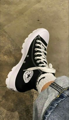 Mode Converse, Converse High, Converse Chuck Taylor High, Converse Boots, Black Converse, Swag Shoes, Aesthetic Shoes, Aesthetic Fashion, Fresh Shoes