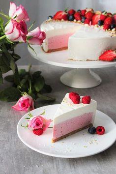 Pienet+herkkusuut:+Juhlapöydän+kuningatar+-+Vadelma-valkosuklaajuusto... Baking Recipes, Cake Recipes, Kreative Desserts, Delicious Desserts, Yummy Food, Buzzfeed Tasty, Snap Food, Sweet Bakery, Crazy Cakes