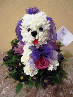 magníficos arreglos florales en forma de perro