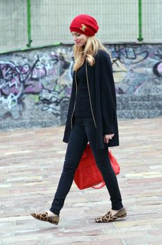 love the slim black clothes with pops of red #style #pmtsslc #paulmitchellschools #pmtsblackout #black #blackonblack #inspiration #outfit #onlyblack #clothes http://www.theblondesalad.com/2011/12/red-leopard.html Love Fashion, Womens Fashion, Fashion Styles, Style Fashion, Red Leopard, Red Street, Street Style, Red Accessories, The Blonde Salad