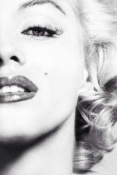 Marilyn Monroe sexy photography black and white female celebs lips makeup famous actress glamour.