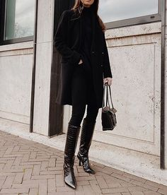 All black and far from boring. styles the classic Rocket in All Black. Tokyo Fashion, Korea Fashion, India Fashion, Women's Fashion, Fashion Outfits, Winter Outfits, Cool Outfits, Sandro, Fallout