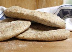 Wholemeal pitta bread 003 Flour Recipes, My Recipes, Bread Recipes, Favorite Recipes, Pitta Bread Recipe, Eating Carrots, Baking Stone, Homemade Hummus, Brot