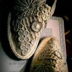 Alpargatas de algodón y guipur con stras; Diseño G+G