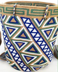 Marvelous Crochet A Shell Stitch Purse Bag Ideas. Wonderful Crochet A Shell Stitch Purse Bag Ideas. Mochila Crochet, Crochet Tote, Crochet Purses, Knit Crochet, Tapestry Bag, Tapestry Crochet, Crochet Shell Stitch, Art Bag, Boho Bags