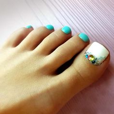 Toe Nail Designs with Bright Accents picture 1