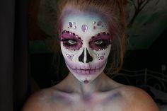 Halloween Idee - Sugar Skull Gesicht Schminken mit Strass-Elementen