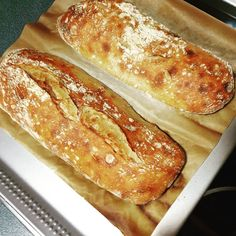 "158 Me gusta, 17 comentarios - MlbNuria (@mylittlebakerynuria) en Instagram: ""¡¡Feliz Viernes Santo!! 500gramos de harina 400 de sagua muy fria 10 levadura fresca 8 gramos de…"" Fresco, Hot Dog Buns, Hot Dogs, Ciabatta, Bread, Instagram, Food, Fresh, Meal"