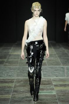 Anne Sofie Madsen - Sirens of Chrome Show picture Runway Fashion, High Fashion, Womens Fashion, Fashion Trends, Badass Style, My Style, Anne Sofie Madsen, Couture Looks, Couture Style