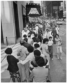 Released in theaters 42 years ago today (May sell-out crowds -- like this one, lining up for a showing outside the Loews cinema in Times Square in New York City -- were a common occurrence the entire summer. Vintage Movie Theater, Vintage Movies, Movin Out, Cuadros Star Wars, Cinema Theatre, Star Wars Merchandise, Sci Fi Horror, Good Movies, Amazing Movies