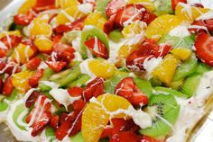 Fruit Pizza - Lightened up to 183 calories using Phyllo dough instead of sugar cookie as the crust! Fruit Recipes, Dessert Recipes, Healthy Recipes, Fruit Dessert, Phyllo Recipes, Blender Recipes, Jelly Recipes, Dessert Ideas, Salad Recipes
