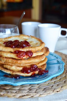 Gozleme is delicious east dough fried and topped with your favorite topping Breakfast Pancakes, Breakfast Dessert, Gozleme Recipe, Turkish Recipes, Ethnic Recipes, Focaccia Pizza, Healthy Dishes, Bakeries, Dinner Rolls