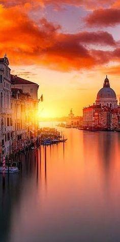 Fall in Love with Western Europe: Sunset, Venice Italy #travel #italy #venice #sunset #mustsee #wanderlust #bucketlist