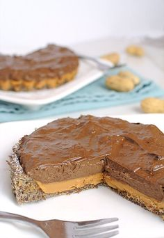 A super simple, decadent keto chocolate & peanut butter tart. Perfect to share with everyone after dinner! Shared via http://www.ruled.me/