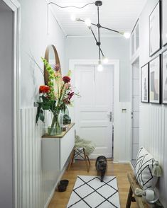 Great ideas for designing creative walls in the hallway – When you furnish your new home, you forget about the design of the hallway. Decor, Room, Hallway Decorating, Interior, Home Decor, Home Decor Store, Hallway Wall Decor, Hallway Table, Mud Room Entry