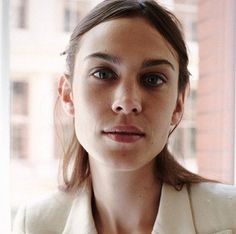 Turn up the AC. Alexa Chung, make-up free and flawless. Natural beauty.