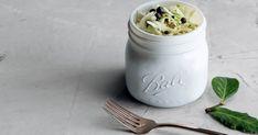 Découvrez cette recette de Choucroute rapide maison (chou fermenté) pour 8 personnes, vous adorerez! Simple Comme Bonjour, Vegetable Recipes, Mason Jars, Vegetables, Tableware, Solution, Soups, Sprouts, Salads