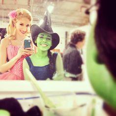 Ahh I love it, elphie and galinda selfies :)