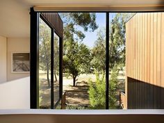 Awesome Robert Simeoni Building of Natural Modern House: Perfect Glass Window In Contemporary Melbourne Home Employed To Create And To Offer. Melbourne Suburbs, Melbourne House, Flat Roof House, Zen Garden Design, Perfect Glass, Wood Cladding, My House, Story House, Designer