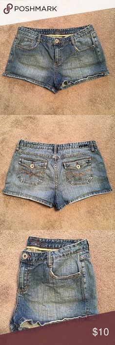 ⬇️Price Drop⬇️ [Piama] Denim Shorts Piama Denim Shorts Juniors Size 13 - in perfect condition (they are just too big for me now). Piama Shorts Jean Shorts