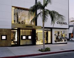 Bessa is an Art&Design brand that bring us passionate memories through unique furniture pieces. Clothing Store Interior, Luxe Boutique, Chanel Store, Lesage, Top Interior Designers, Luxury Decor, At Home Store, Store Design, Furniture Decor