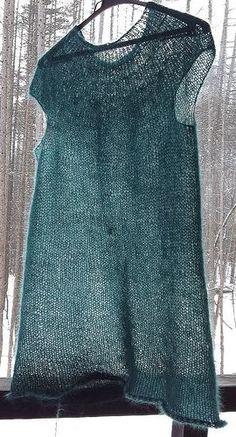 Ravelry: oryo's Seaweed minimalist.  Free pattern. 3 or 4 ply yarn