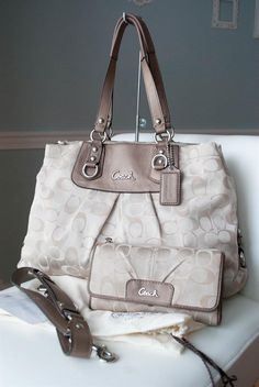 Coach Ashley 3 Color Beige Multicolor Signature 18450 w/wallet & checkbook #Coach #ShoulderBag