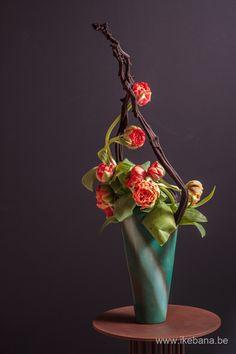 Ikebana with special tulips - Ikebana Ilse Beunen