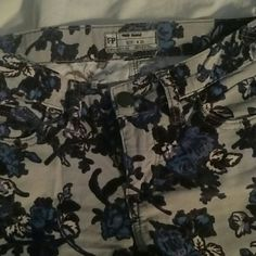 Free people floral print pants NWOT. Only worn once. Super adorable low rise waist floral print corduroy pants from free people. Size 25. Fits true to size. Sad to see these puppies go, but need to free up some space in my drawers. ?? Free People Pants Skinny