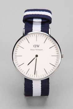 my Daniel Wellington Glasgow has coming! Cool Watches, Watches For Men, Wrist Watches, Dw Watch, Daniel Wellington Watch, Fashion Watches, Mens Fashion, Suit Fashion, Fashion Accessories