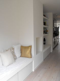 white cabinet with white bench Living Room Tv, Living Room With Fireplace, Home And Living, Dinning Room Bench, Dining Room Design, Minimalist Fireplace, Fireplace Built Ins, Banquette, House Inside