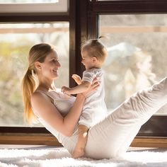 4 Workout Classes You Can Do with Your Baby Swim, stretch, and sweat with your little one. Squat, Begginers Yoga, Intense Cardio Workout, Cardio Workouts, Yoga Master, Baby Yoga, Baby Swimming, Cool Yoga Poses, Yoga Moves