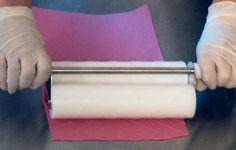 Mattarello a due rulli per imprimere pattern e texture su paste zuccherine e cioccolato plastico A dual-roller Rolling Pin for impressing patterns and texture onto sugar-based and fondant chocolate sheets.