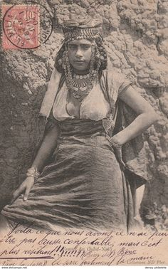 "Algérie - Femme "" DE Ouled Nails "" - Algérie Arabian Women, Arabian Beauty, African Culture, African History, Historical Clothing, Historical Photos, Native American Images, Vintage Photos Women, African Tribes"