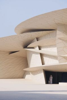 julien lanoo artfully photographs jean nouvel's national museum of qatar Museum Architecture, Architecture Photo, Modern Architecture, Jean Nouvel, Artist Film, Unusual Buildings, Curved Walls, Retro Futuristic, National Museum