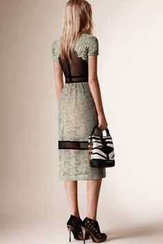Burberry Prorsum Resort 2016 - Collection. Lace dress perfect for travel /cruise, summer time